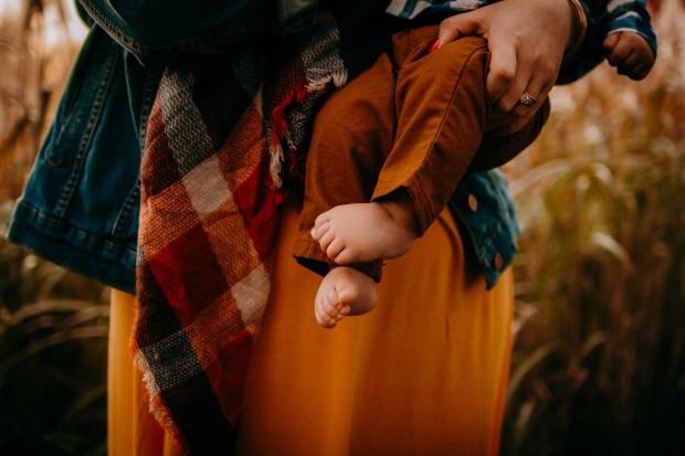 Chelsea Kyaw Photo - Des Moines Iowa Family Newborn Wedding Photographer-17